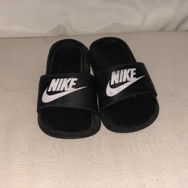 2e8e825090b3 Find more Boys Nike Sandals (size 1) for sale at up to 90% off