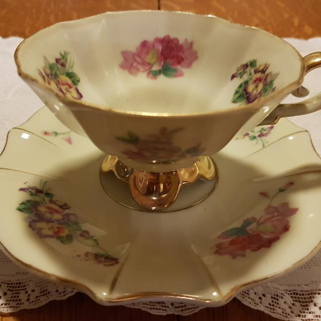 Gorgeous Footed Tea Cup & Saucer Set Made In Occupied Japan For Sale!