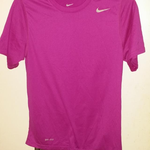 best shoes clearance prices great look Nike Shirt DRI-FIT Sz Small Mens, It fit my son who wears Boys 14/16  (UNISEX) FUSCIA PURPLE IN COLOR NOT HOT PINK LIKE PIC SHOWS G.U.C.