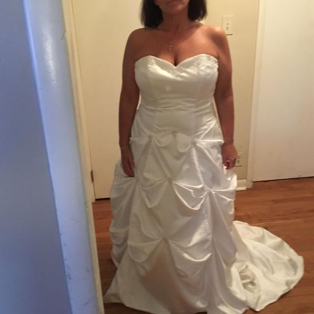 Wedding Dress Seller Can Meet Near Nashville Davidson TN