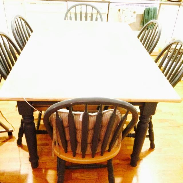 Solid Wood Dining Set Seller Can Meet Near Victoria BC