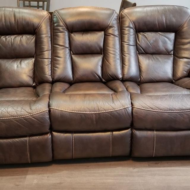Best Leo Genuine Leather Reclining Sofa Walnut 500 Negotiable For In Etobie Ontario 2019