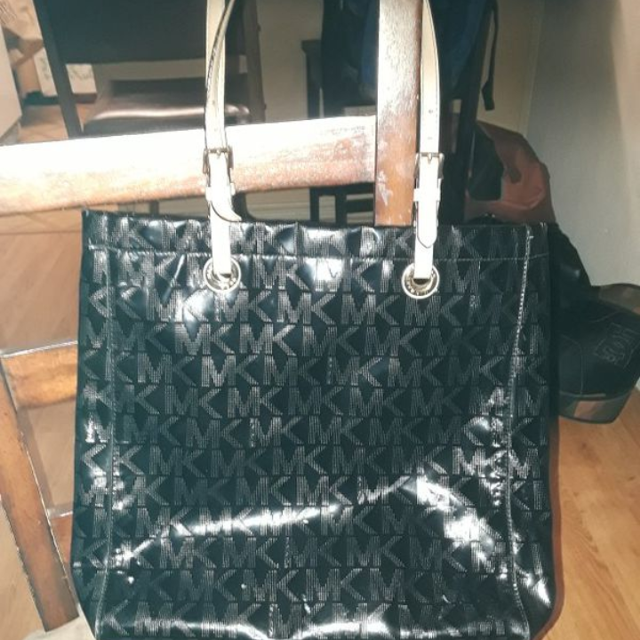 04646e0f181bec Best Mk Michael Kors Patent Leather Large Tote With Matching Wallet In Used  Condition for sale in San Marcos, California for 2019