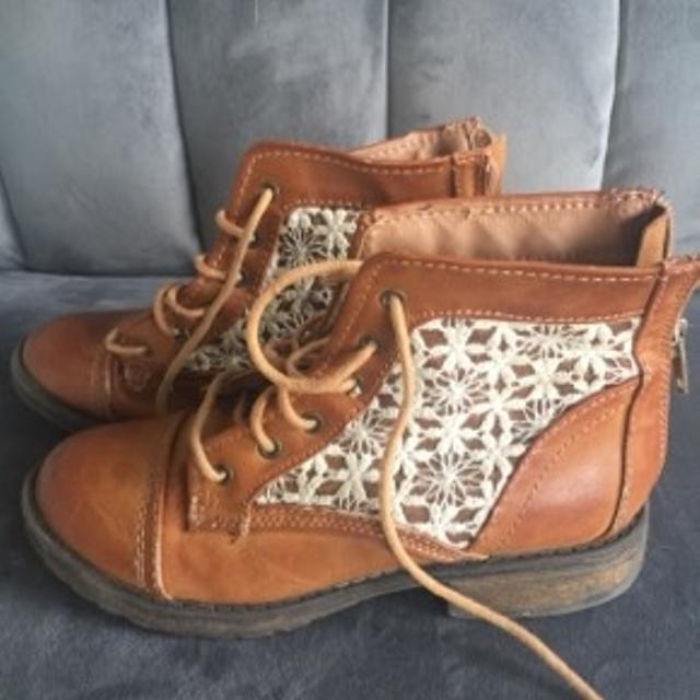 5c7ab133c30 Find more Steve Madden Brown Leather Boots With Lace And Back Zipper ...