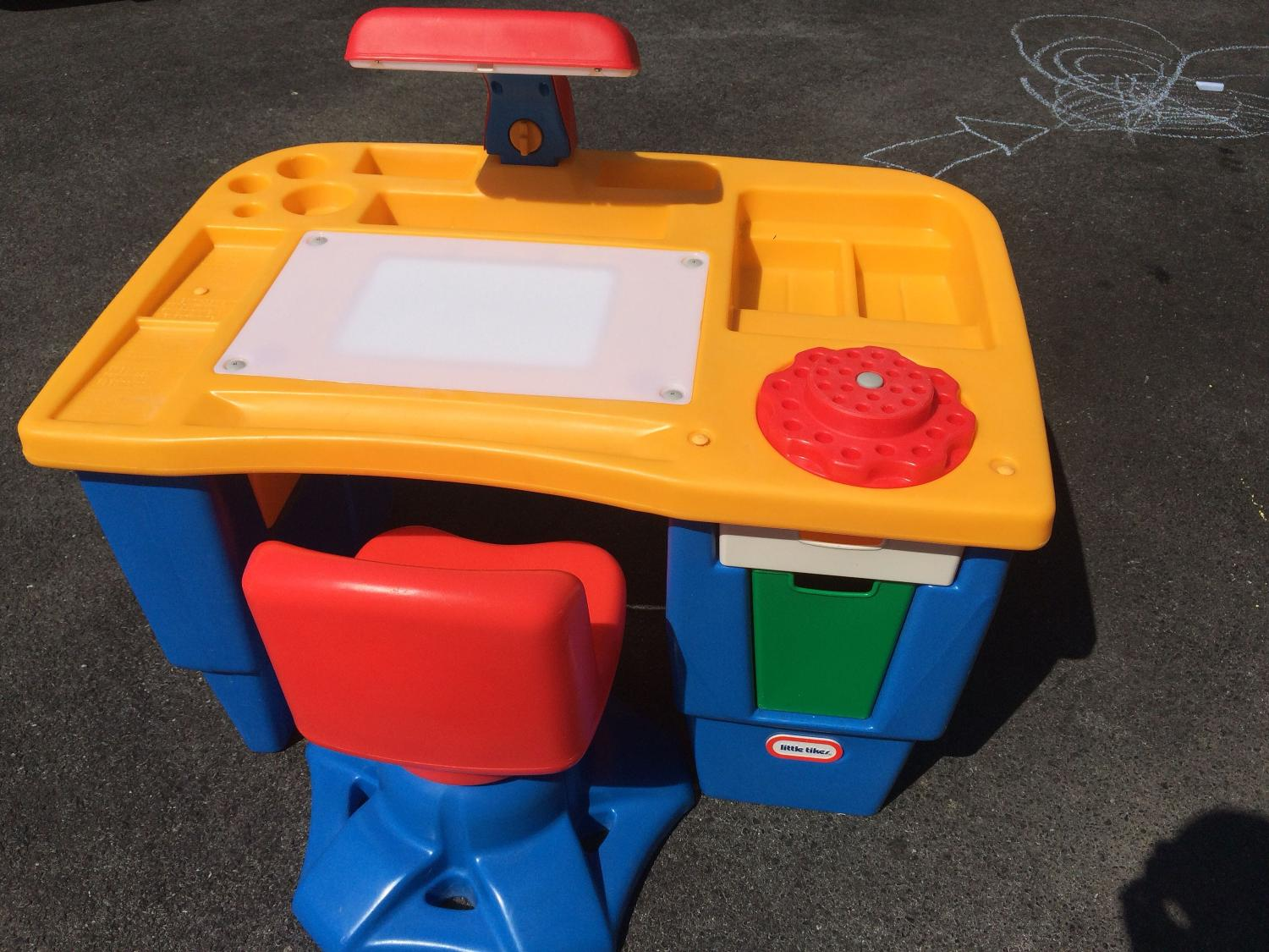 Best Reduced Little Tikes Vintage Drawing Desk 50 For Sale In Round Hill Virginia