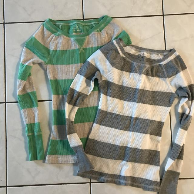 5719219d501875 Find more 2 Old Navy Ladies Tops - Xs - Thickson   Rossland