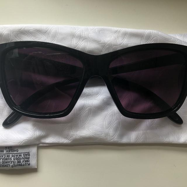 5b02290d225 Best Oakley Hold On Sunglasses for sale in Airdrie