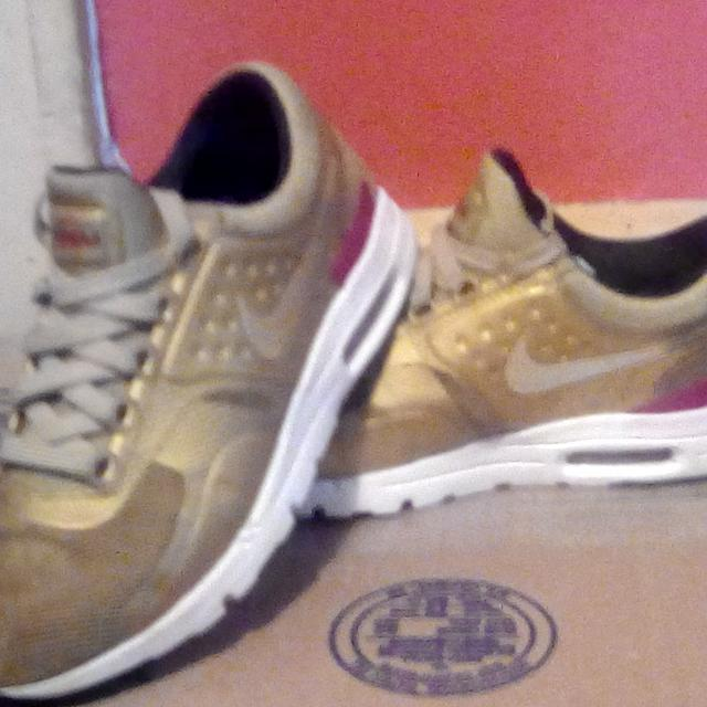 54edf423f1 Find more Women's Nike Air Max Zero Qs Metallic Gold #863700-700 for ...