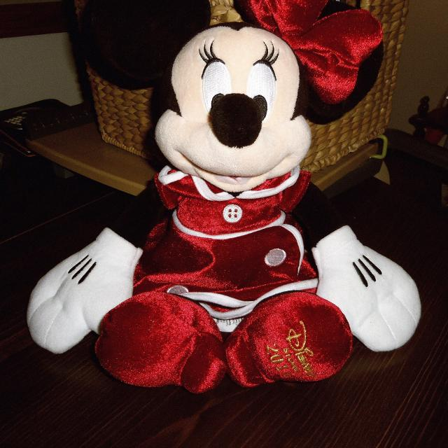 Christmas Minnie Mouse Plush.Very Good Condition Disney Store Exclusive Minnie Mouse Holiday Plush Christmas 2014