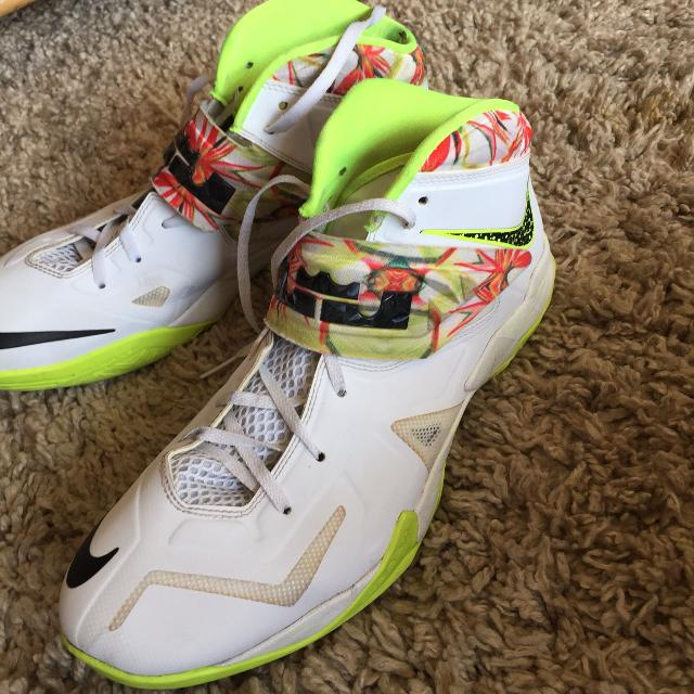 the latest ffb3d 121a4 Nike Zoom LeBron Soldier 7 Price Reduced