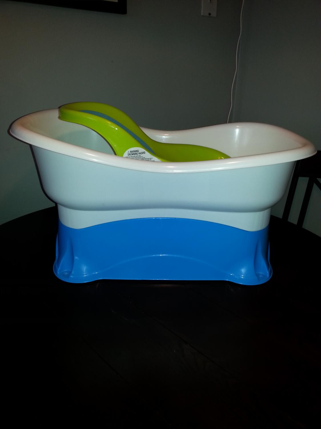 Find more Summer Bathtub for sale at up to 90% off - Oshawa, ON