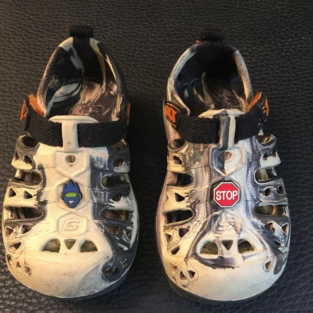Find more Skechers Cali Gear Rubber Shoes clogs Toddler Size 6 for ... 52a888c1f94