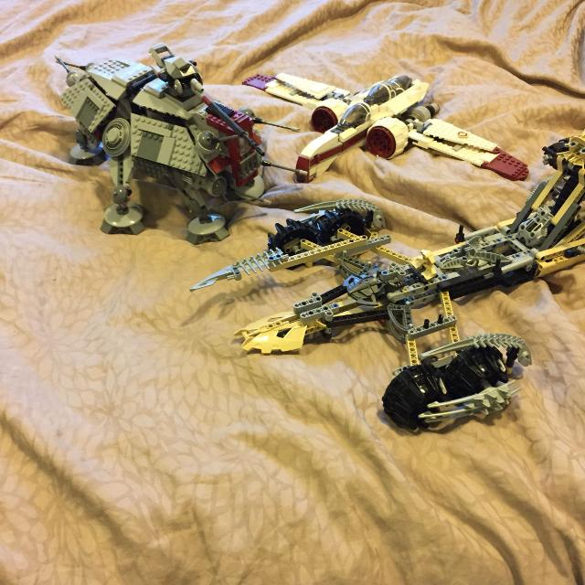 Rare discontinued Star Wars and bionicle or LEGO sets lot