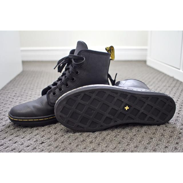 23685e9525d Dr Martens Shoreditch Greasy Black Leather Mid Boots