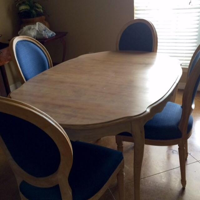 Oval Dining Table w/ 4 Dark Royal Blue Chairs