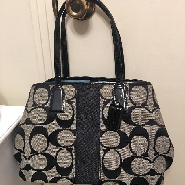 fbeab28481f1 Find more Coach Handbag Purse. New Condition. No Marks Or Stains ...