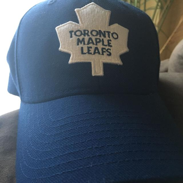 classic fit f95bb db715 Reebok Toronto Maple Leaf Adjustable Cap