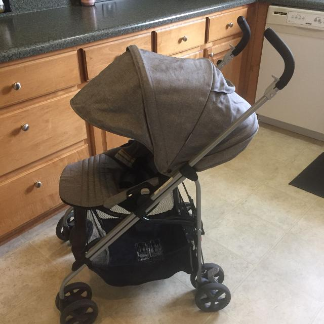Final Price Drop Urbini Reversi Stroller