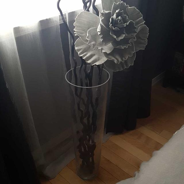 Best 3 Foot Glass Vase With Sticks And Flower For Sale In Vaudreuil