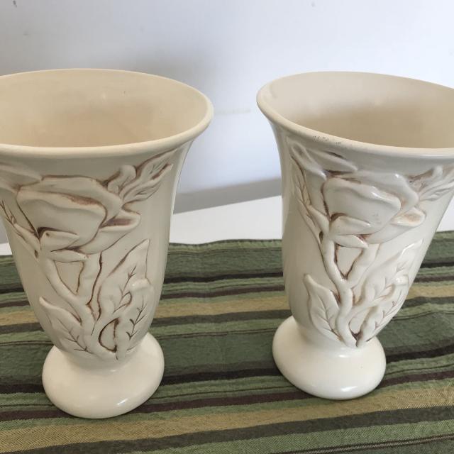 Best Red Wing Pottery Magnolia Line Vase 1216 Antiqued Cream