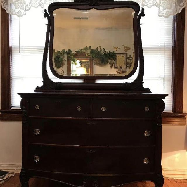 Antique Mahogany Dresser W Mirror