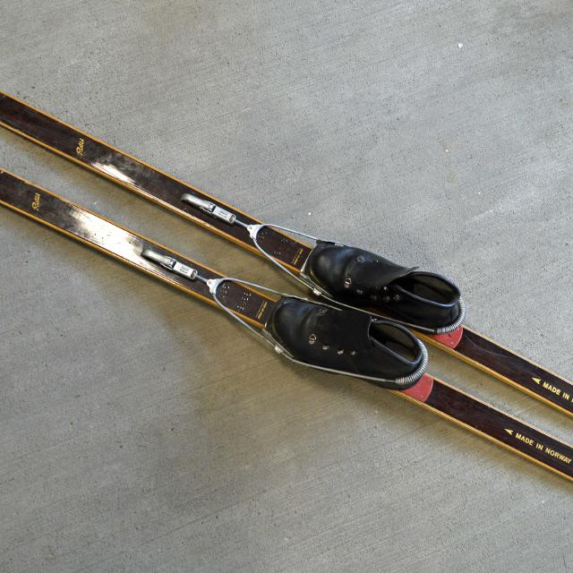 Last Chance Vintage Cross Country Skis 15