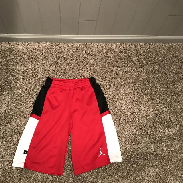 ef51f6a5f159 Find more Boys Sz Med Air Jordan Shorts for sale at up to 90% off