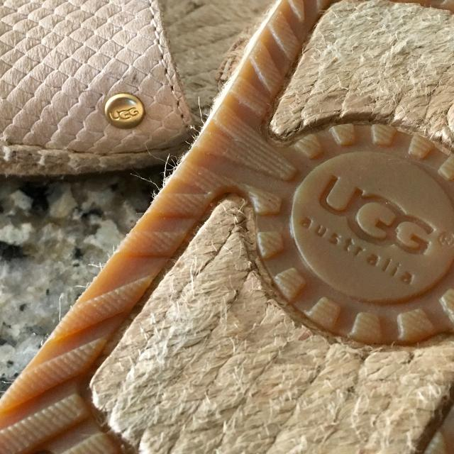 0d89b05a991 $35 Ugg Australia Womens Size 6 Cherry Exotic in Beige Embossed Leather  Espadrille Slides. Retailed $98.