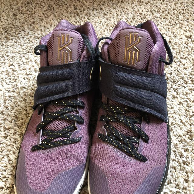 competitive price 6087b 1433b Kyrie Irving 2 Basketball shoes size 7