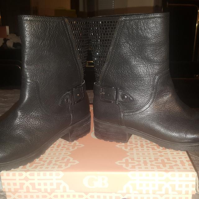 536dd2113e5 Find more Gianni Bini Bling Back Short Boots for sale at up to 90% off