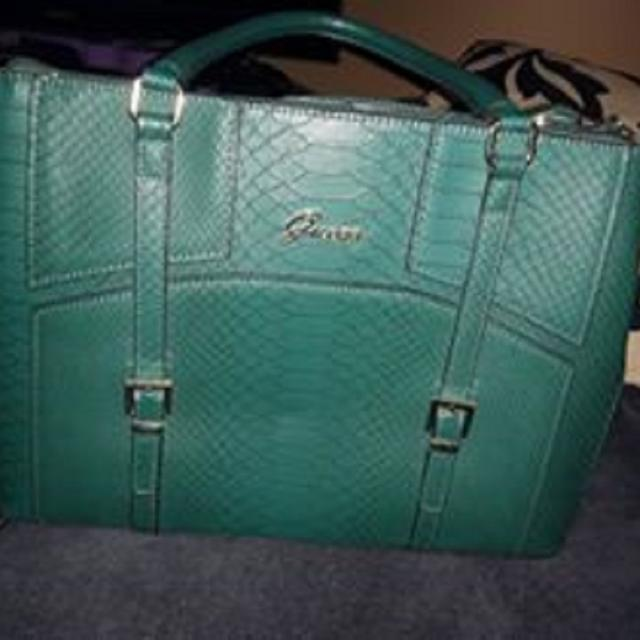 677ddbbad9fc Find more New Guess Purse - Price Drop! for sale at up to 90% off