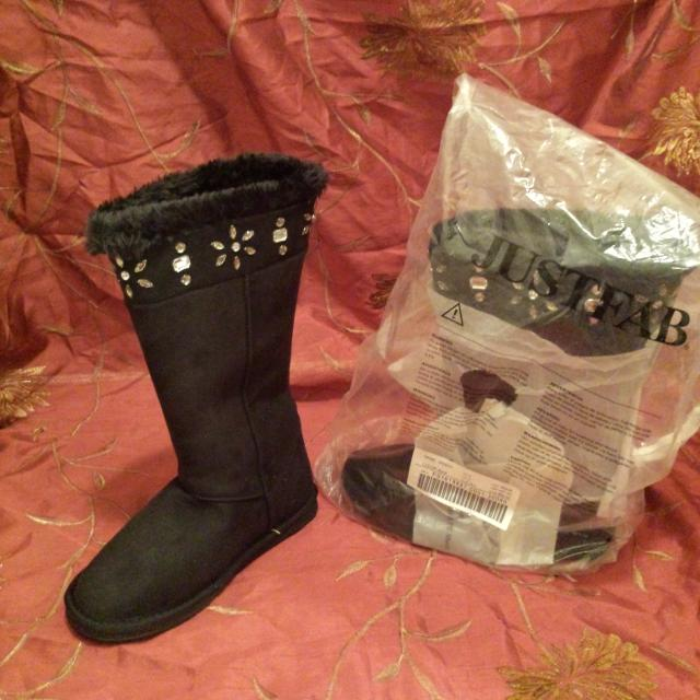099ad093c7c Brand new black ugg style boots size 8