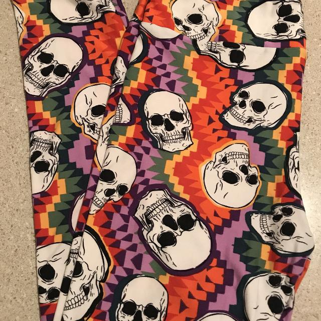 19e156bf534e73 Find more Lularoe Skull Leggings Tc for sale at up to 90% off
