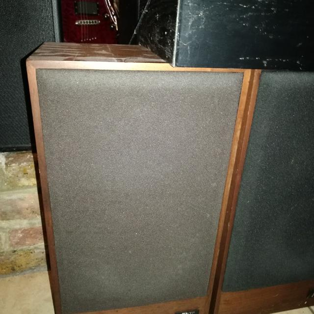 Acoustic Research AR 15 Bookshelf Speakers