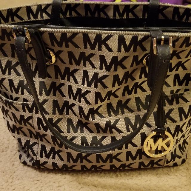 dde1ea01e6f1 Best Michael Kors Black And Tan Purse for sale in Kerrville, Texas for 2019