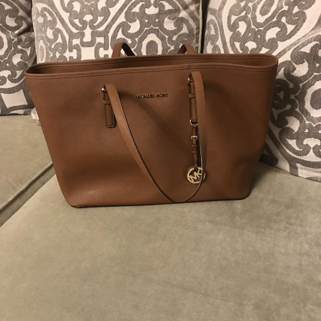 da62495ceeec Find more Authentic Michael Kors Large Tote Bag for sale at up to 90 ...