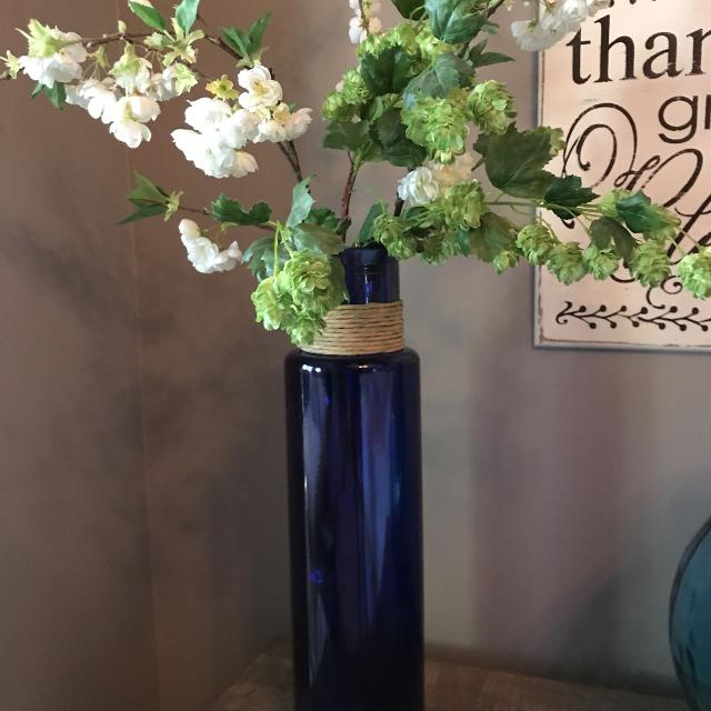 Best Seeded Glass Vase Boutique Flowers For Sale In Hendersonville