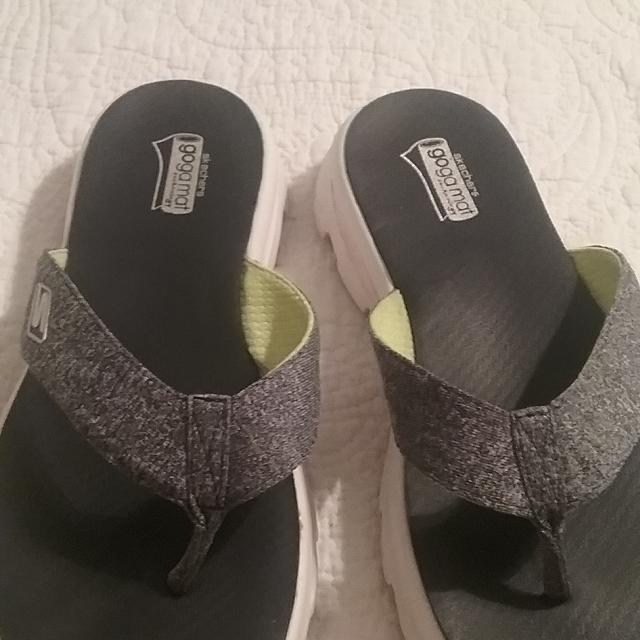 5d6827db0f9a Find more Goga Mat Skechers Flip Flops for sale at up to 90% off