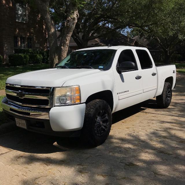 Best 2009 Chevy Silverado 5 3l V8 4x4 4d White For In Rosenberg Texas 2019