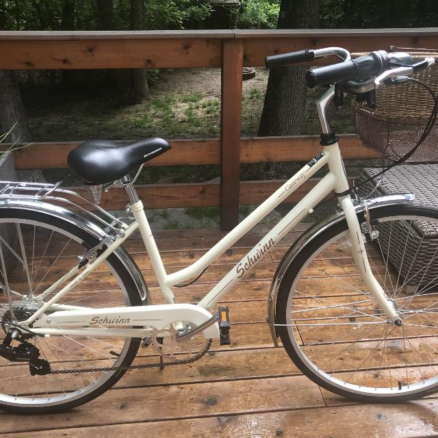"Schwinn 28"" Hybrid Women's 7 Speed Bike"