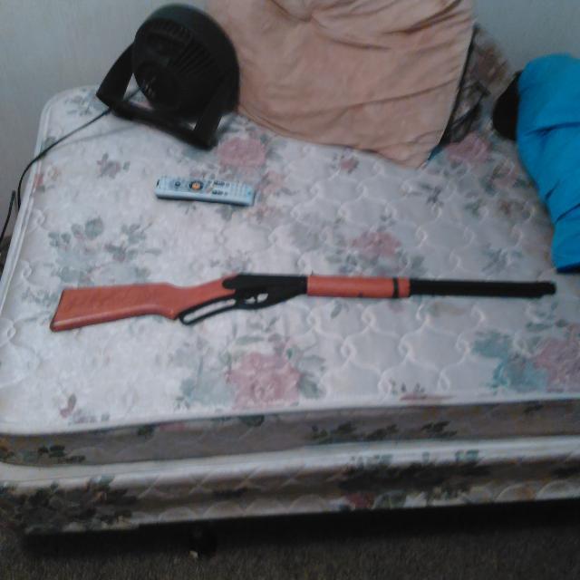 Red ryder woks fun for shooting bb gun