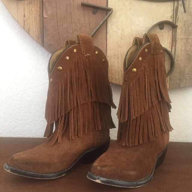cc5ce8e80e7 Fringe toddler cowgirl boots size 9 good used condition