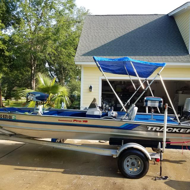 18ft Tracker, Boat, 90hp motor, trailer, and cover for sale   $5500 00  non-negotiable, only serious buyers call Alex at 843 812 7876  All pr
