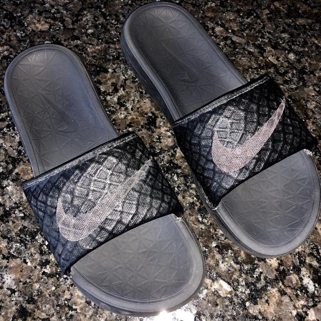a8247cd03 Find more Nike Slides Men s Size 7. Good Condition! Black With Gray ...