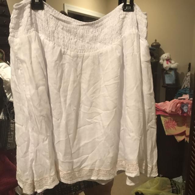 Like NEW! White Elastic Band Skirt w/ Pearlescent Indian Design Hemline -  Size 10 / Small
