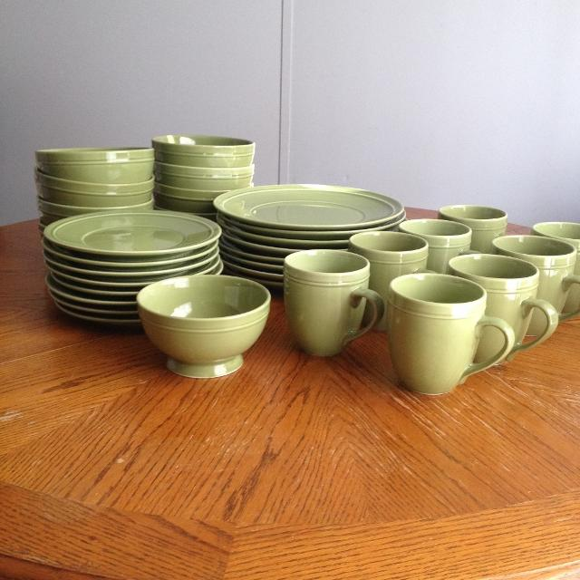 Canopy Pea Pod Green Stoneware Dishes