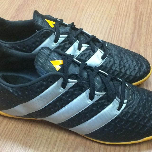 f72423c24c9 Find more Adidas Futsal Indoor Soccer Shoes Size Men s 6.5 Excellent ...
