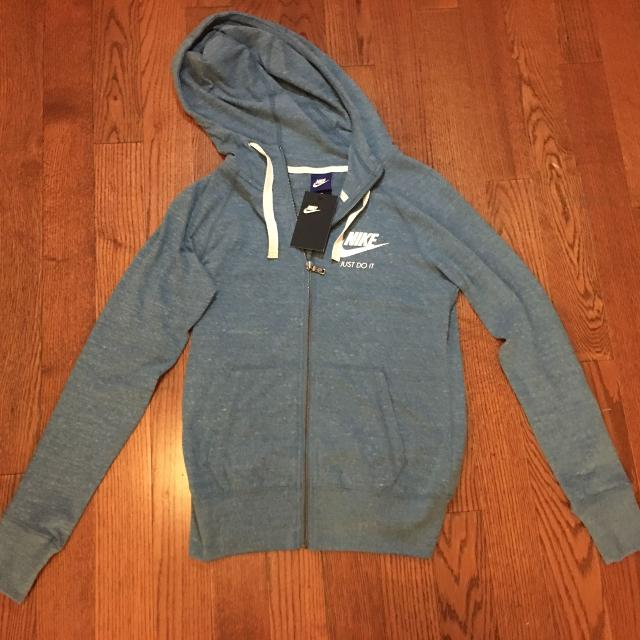check out 3fade d91a7 New with tags Nike Hoodie - XS