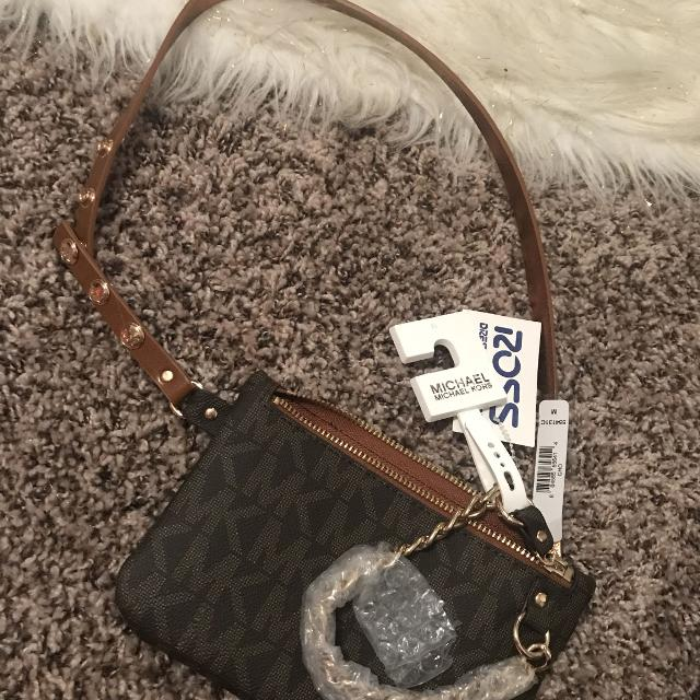 c8de8b0fa6ed Find more Michael Kors Fanny Pack Medium Nwt for sale at up to 90% off