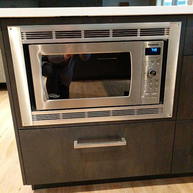 Panasonic Microwave 6 Years Old Does Not Include Trim Kit